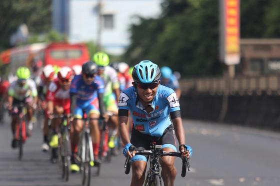 Tay đua Nguyễn Tấn Hoài xuất sắc đòi lại Áo vàng giải xe đạp Cúp Truyền hình ảnh 1