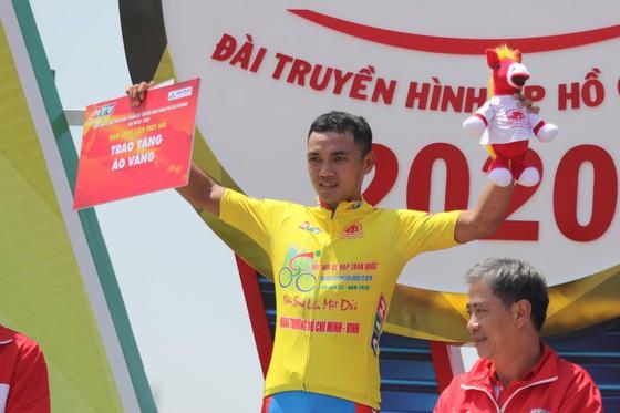 Tay đua Nguyễn Tấn Hoài xuất sắc đòi lại Áo vàng giải xe đạp Cúp Truyền hình ảnh 2