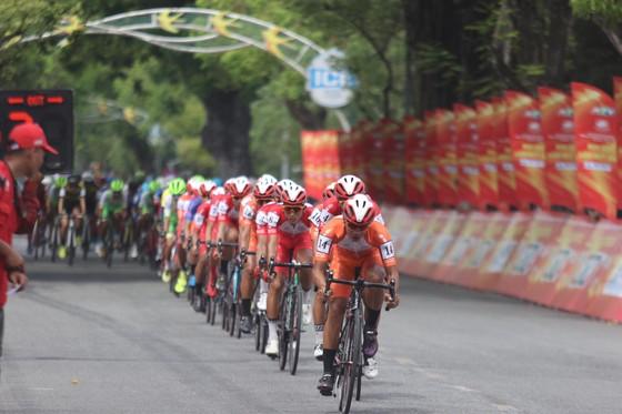 """Lê Nguyệt Minh """"giải hạn"""" về nhất chặng 4 Cúp xe đạp Truyền hình TPHCM ảnh 1"""