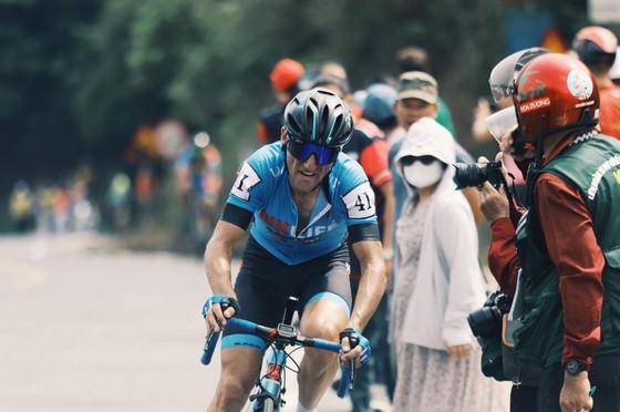 Nguyễn Hoàng Giang gian nan về nhất chặng đèo Cúp xe đạp Truyền hình TPHCM ảnh 1