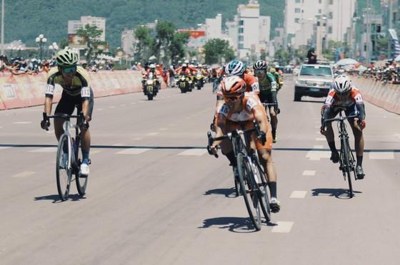Các đội mạnh tạm đình chiến trong chặng 8 Cúp xe đạp Truyền hình TPHCM ảnh 2