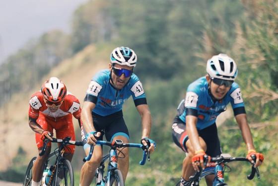 Nguyễn Tấn Hoài lần thứ 4 thắng chặng Cúp xe đạp truyền hình TPHCM ảnh 1