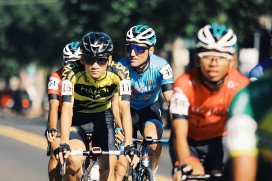 """Hai đội TPHCM và Đồng Nai suýt """"ẩu đả"""" tại chặng 12 Cúp xe đạp Truyền hình TPHCM ảnh 1"""