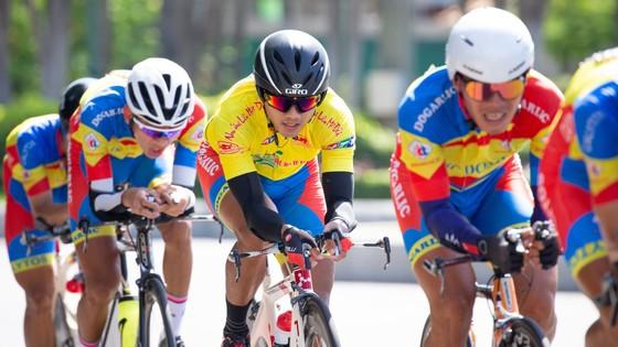 Tay đua Nguyễn Trường Tài lại chiếm Áo vàng Cúp xe đạp Truyền hình TPHCM tại Nha Trang  ảnh 2