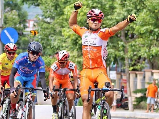 Tay đua Lê Ngyệt Minh lần thứ 2 thắng chặng.