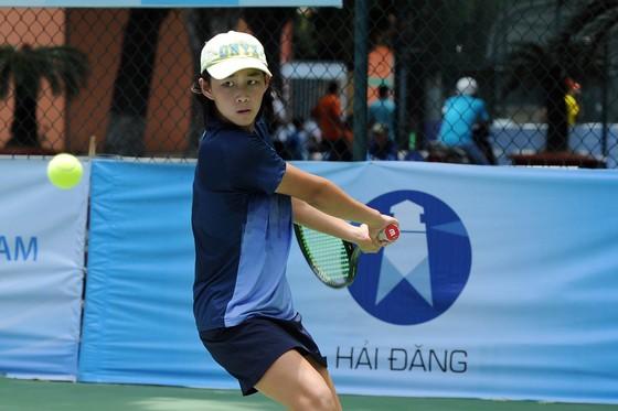 Tay vợt 13 tuổi Ngô Hồng Hạnh có nhiều triển vọng.