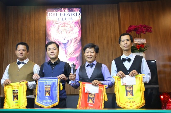 """Nguyễn Hữu Tú đi series """"khủng"""" 299 điểm vô địch giải billiards libre TPHCM mở rộng năm 2020 ảnh 2"""
