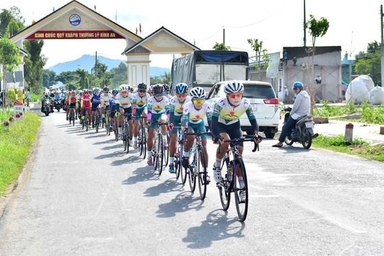 Nguyễn Thị Thật giành thêm Áo vàng sau chặng 2 giải xe đạp nữ An Giang 2020 ảnh 1