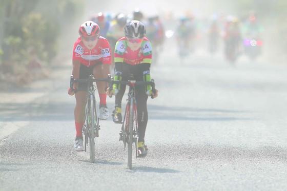 Nguyễn Thị Thật giành thêm Áo vàng sau chặng 2 giải xe đạp nữ An Giang 2020 ảnh 2