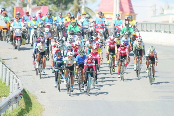 Nguyễn Thị Thật quá mạnh, chỉ còn hấp dẫn chiếc Áo trắng giải xe đạp nữ An Giang ảnh 2