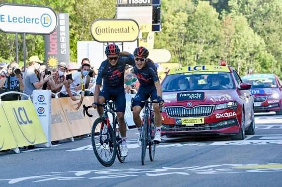 Hai tay đua đội Ineos thảnh thơi về đích