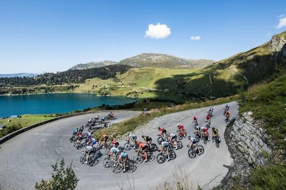 Tour de France 2020: Kwiatkowski và Carapaz bùng nổ giúp Ineos lấy Áo đỏ ảnh 1