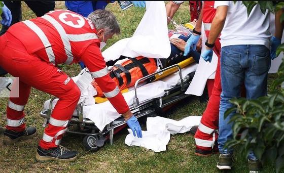 Đổ dốc gặp nạn trên đường đua, Chloé Dygert đánh rơi HCV giải xe đạp thế giới ảnh 1