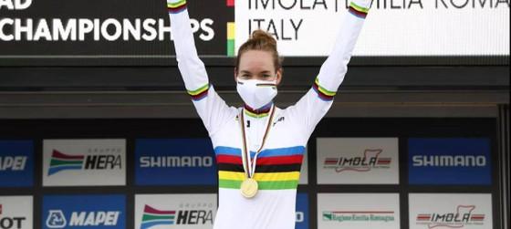 Đổ dốc gặp nạn trên đường đua, Chloé Dygert đánh rơi HCV giải xe đạp thế giới ảnh 2
