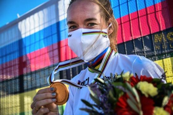 Tay đua Van der Breggen lập cú đúp ghi tên mình vào lịch sử giải xe đạp thế giới ảnh 2