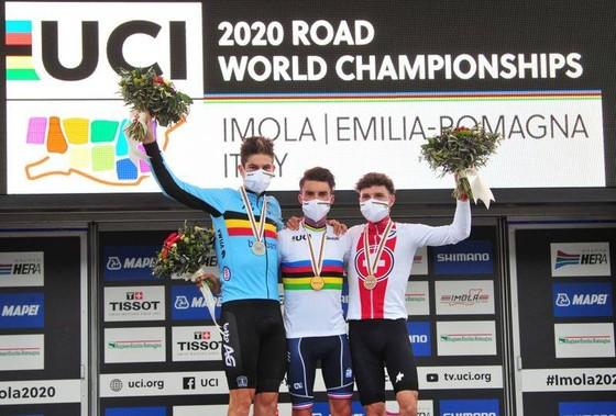 Giải xe đạp Giro d'Italia không loại đội đua vì Covid-19 như Tour de France ảnh 2