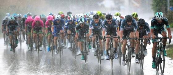 Giải xe đạp Giro d'Italia không loại đội đua vì Covid-19 như Tour de France