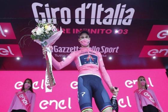 'Thần gió' Filippo Ganna chạy trung bình 60km/giờ thắng chặng 1 Giro d'Italia ảnh 1