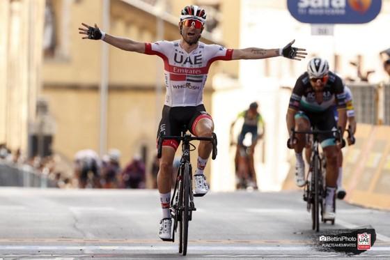 Diego Ulissi về nhất trong sự thất vọng của Peter Sagan phía sau.
