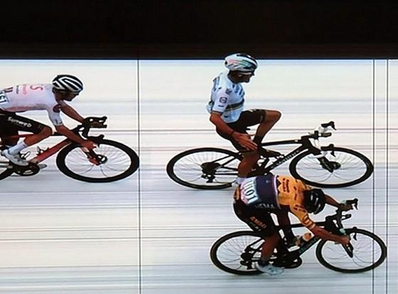 Chủ quan ăn mừng sớm, nhà vô địch thế giới Alaphilippe đánh rơi chiến thắng chặng đua xe đạp Bỉ ảnh 1