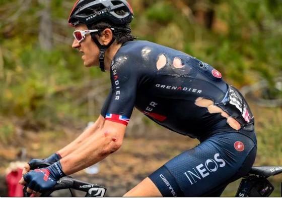 Tranh cãi chuyện ném chai nước gây tai nạn ở giải xe đạp Giro d'Italia ảnh 1
