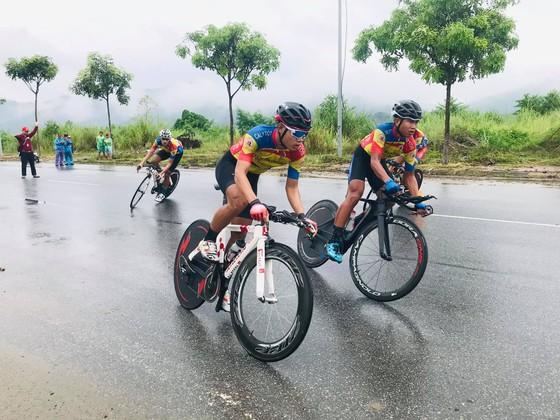 Tay đua triển vọng Nguyễn Văn Bình mang chiến thắng 4 sao về cho xe đạp trẻ TPHCM ảnh 1