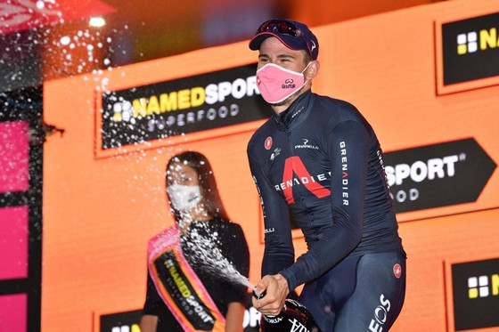 """""""Vua"""" cá nhân tính giờ Filippo Ganna lại thắng chặng 5 leo núi giải xe đạp Giro d'Italia ảnh 2"""