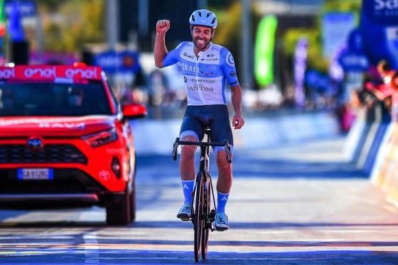Giải xe đạp Giro d'Italia phát hiện ca dương tính Covid-19 đầu tiên ảnh 1