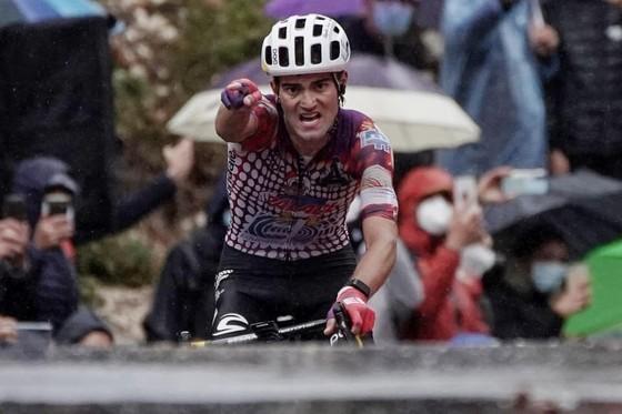 Tay đua Ruben Guerreiro một mình cán đích.