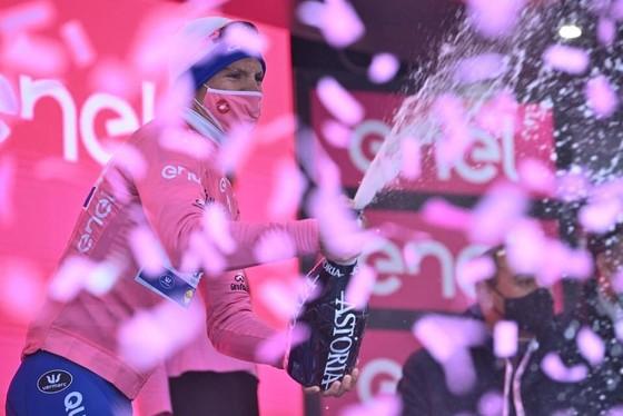 Giải xe đạp Giro d'Italia: Fuglsang chỉ trích Nibali chơi không Fair-play khi anh bị bể bánh xe ảnh 3
