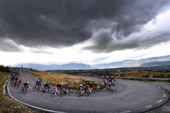 Giải xe đạp Giro d'Italia: Fuglsang chỉ trích Nibali chơi không Fair-play khi anh bị bể bánh xe ảnh 2
