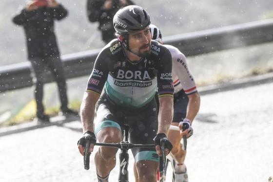 Peter Sagan chói sáng trong ngày giải xe đạp Giro d'Italia lo âu về dịch Covid-19 ảnh 2