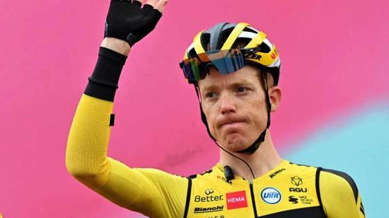 Peter Sagan chói sáng trong ngày giải xe đạp Giro d'Italia lo âu về dịch Covid-19 ảnh 1
