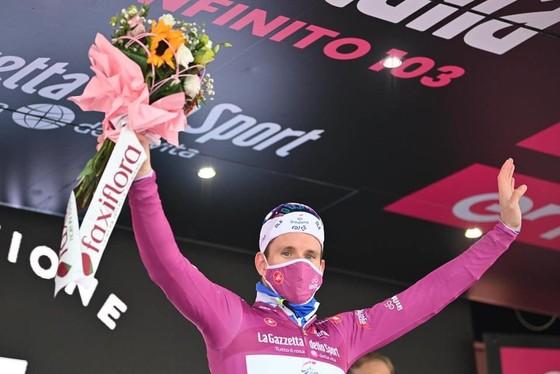 Peter Sagan chói sáng trong ngày giải xe đạp Giro d'Italia lo âu về dịch Covid-19 ảnh 3