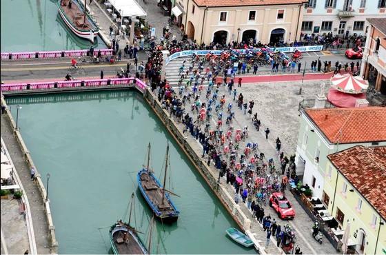 Giải xe đạp Giro d'Italia đứng trước nguy cơ kết thúc sớm vì Covid-19 ảnh 2