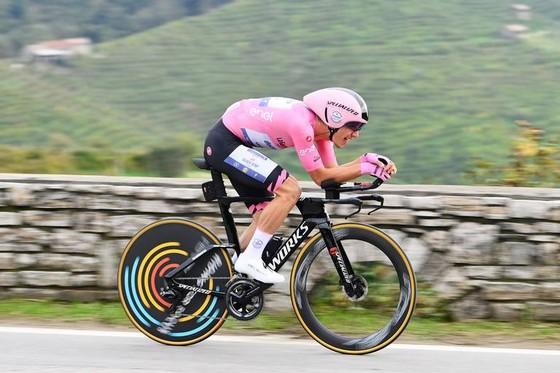 """""""Thần gió"""" Filippo Ganna vẫn là Vua cá nhân tính giờ giải xe đạp Giro d'Italia ảnh 2"""