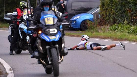 Nhà VĐTG Julian Alaphilippe bị gãy tay ở cuộc đua xe đạp nước Bỉ ảnh 1