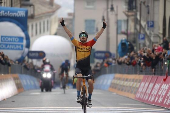 Thêm hai trường hợp dương tính với Covid-19 ở giải xe đạp Giro d'Italia ảnh 3