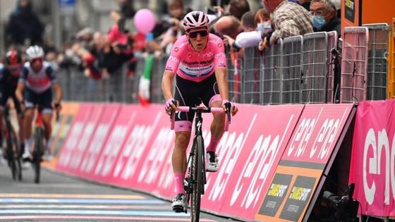 Thêm hai trường hợp dương tính với Covid-19 ở giải xe đạp Giro d'Italia ảnh 2