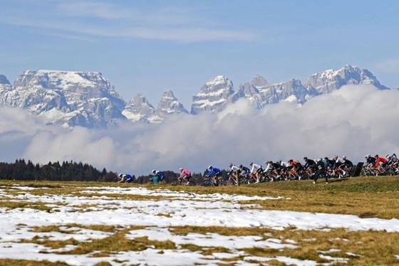 Chặng 20 giải xe đạp Giro d'Italia bị cấm chạy qua nước Pháp ảnh 2