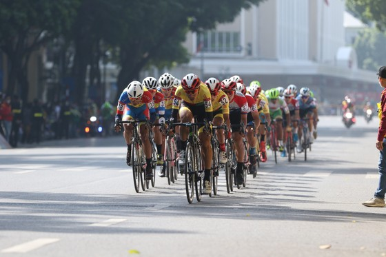 Lê Nguyệt Minh giúp xe đạp TPHCM thắng chặng đầu tiên ảnh 1