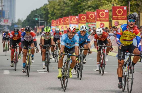 Trần Tuấn Kiệt đánh bại Lê Nguyệt Minh thắng chặng 4 lấy Áo trắng giải xe đạp VTV Cúp ảnh 1