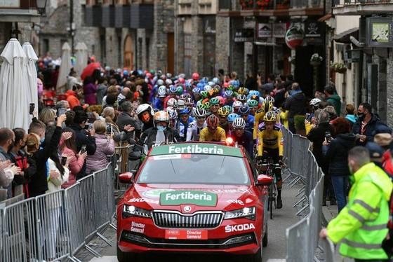 Vuelta a Espana tiếp diễn trong nỗi lo âu Covid-19.