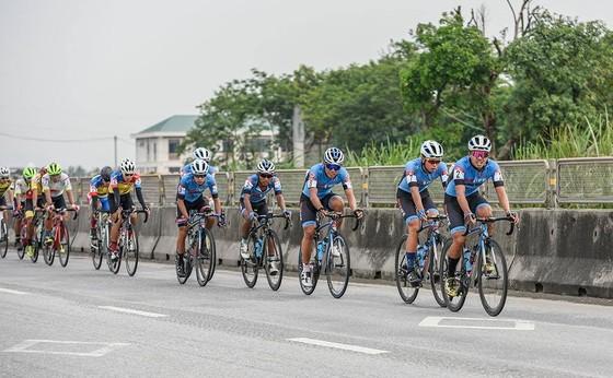 Trần Tuấn Kiệt đánh bại Lê Nguyệt Minh thắng chặng 4 lấy Áo trắng giải xe đạp VTV Cúp ảnh 2
