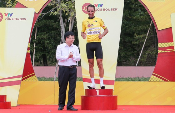 Trần Tuấn Kiệt đánh bại Lê Nguyệt Minh thắng chặng 4 lấy Áo trắng giải xe đạp VTV Cúp ảnh 4