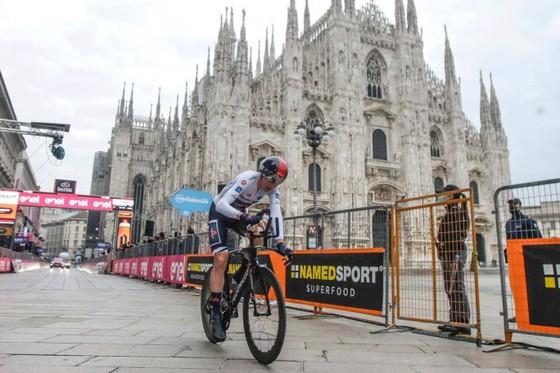 Geoghegan Hart: Từ một cậu bé khu Đông London trở thành Vua giải xe đạp Giro d'Italia ảnh 1