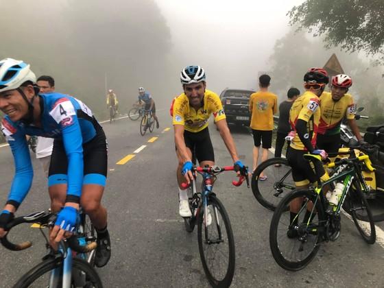 """Loic """"đòi nợ"""" Javier trên Hải Vân Quan, bảo vệ Áo vàng sau 6 chặng giải xe đạp VTV Cúp ảnh 2"""