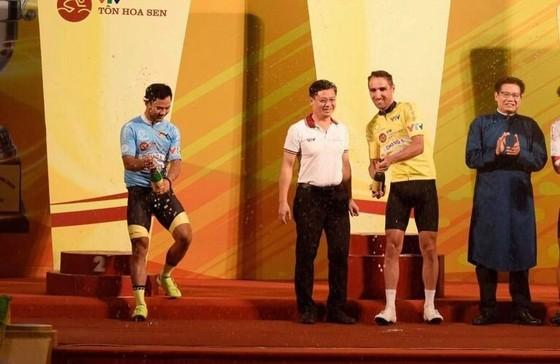 Lê Nguyệt Minh thắng chặng 7 vững chắc chiếc Áo xanh giải xe đạp VTV Cúp ảnh 2