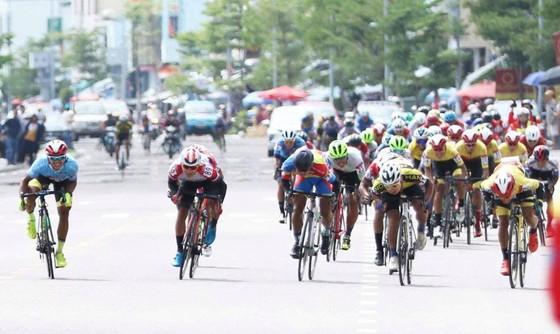 Lê Nguyệt Minh thắng chặng 7 vững chắc chiếc Áo xanh giải xe đạp VTV Cúp ảnh 1