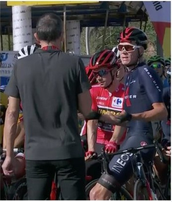 """Cua-rơ trì hoãn xuất phát chặng 11 giải xe đạp Vuelta a Espana phản đối BTC """"bẻ luật"""" ảnh 1"""
